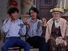 Micky Dolenz, Mike Nesmith, Mildred Weatherspoon (Ruth Buzzi)
