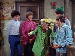 Micky Dolenz, Peter Tork, Mildred Weatherspoon (Ruth Buzzi), Davy Jones, Mike Nesmith