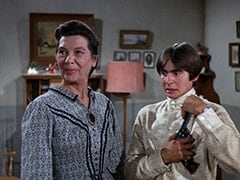 Aunt Kate Nesmith (Jacqueline De Wit), Davy Jones