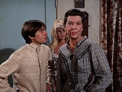 Davy Jones, Cousin Lucy (Bonnie Dewberry), Aunt Kate Nesmith (Jacqueline De Wit)