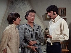 Davy Jones, Aunt Kate Nesmith (Jacqueline De Wit), Mike Nesmith