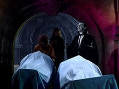 The Wolfman (David Pearl), Lorelei (Arlene Martel), The Count (Ron Masak)