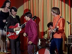 Daphne (Deana Martin), Mike Nesmith, Davy Jones, Micky Dolenz, Peter Tork