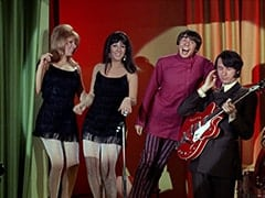 Maxine (Sharon Cintron), Daphne (Deana Martin), Davy Jones, Mike Nesmith