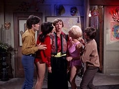 Micky Dolenz, Girl in Red (?), Peter Tork, Girl in Pink (?), Davy Jones